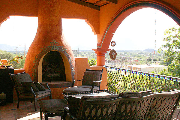 Rental house with outdoor deck fireplace in San Carlos Sonora